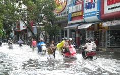 Huế: mưa 1 giờ rưỡi, ngập nhiều tuyến đường