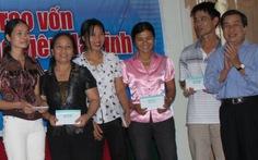 Trao 600 triệu đồng hỗ trợ giáo viên vùng lũ Hà Tĩnh