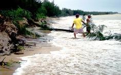 Bờ biển Thừa Thiên - Huế sạt lở hàng chục km