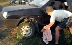 Video: khởi động ôtô bằng... dây