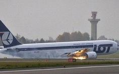 Máy bay hạ cánh bằng bụng, 231 người thoát chết