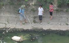 Khiếp đảm cảnh trẻ dùng kích điện đánh cá
