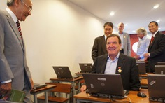 Cựu thủ tướng Đức đến VN tặng trường học