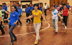 Huấn luyện dân vũ cho cán bộ Đoàn