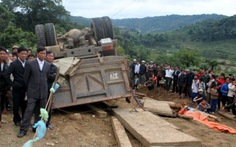 Vụ lật xe chở gỗ: bắt 2 trạm trưởng kiểm lâm