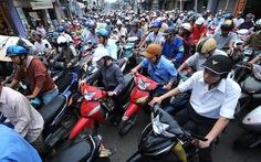 Thu phí ôtô và xe máy: chưa phù hợp
