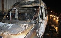 Xe khách bốc cháy, 10 hành khách thoát nạn