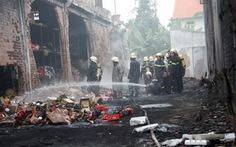 Cháy kho hàng tại Hóc Môn