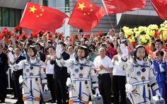 Tàu vũ trụ Thần Châu 9 rời bệ phóng