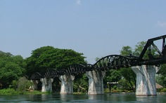 Trên cầu sông Kwai