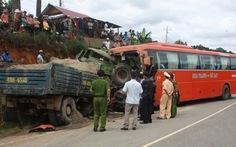 Xe tải đâm xe khách, 3 người chết