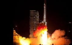 Trung Quốc phóng vệ tinh, Ấn Độ thử tên lửa