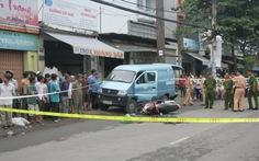 Mở cửa ôtô bất cẩn, một phụ nữ chết oan