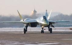 Máy bay tàng hình Sukhoi T-50 lần đầu bay đường dài