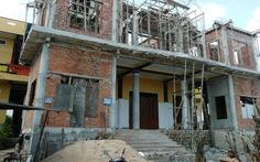 Sập giàn côppha chùa đang xây dựng, 5 người bị thương