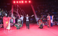 Cuộc hội tụ anh em ở Gala xiếc Lào - Việt