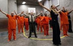 Nhảy flash mob chống bạo hành phụ nữ