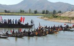 Kon Tum: đua thuyền độc mộc đầu xuân