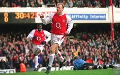 Huyền thoại Dennis Bergkamp được Arsenal dựng tượng