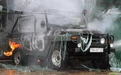 Ôtô bốc cháy trong gara cũng ngăn phóng viên tác nghiệp (!)