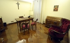 Giáo hoàng Francis từ chối biệt thự lẫn xe xịn