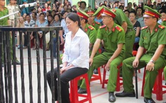 Vợ trung tá cảnh sát giao thông đầu độc chồng hầu tòa
