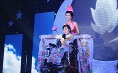 Hoa hậu người khuyết tật: Tôi là ngọn nến hai lần cong