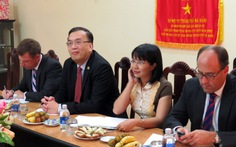 Tổng lãnh sự Mỹ thăm UBND huyện Hoàng Sa