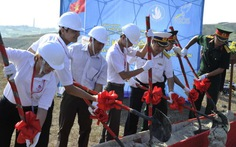 Sinh viên VN dựng cột cờ Tổ quốc 25m trên đảo Lý Sơn