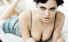 Cắt bỏ ngực ngừa ung thư, Jolie được Brad Pitt gọi là người hùng