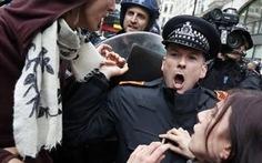 Biểu tình chống G8 tại Anh, 57 người bị bắt