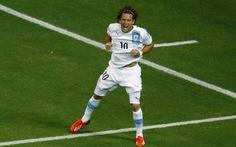 Diego Forlan đem về 3 điểm cho Uruguay