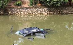 Tạm giữ tài xế vụ ôtô lao xuống ao, 4 người tử nạn