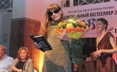 """Tác giả giấu mình đoạt giải """"sách bán chạy toàn Nga"""""""