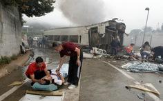 Tàu trật đường ray ở Tây Ban Nha, 77 người chết