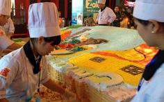 Bánh kem Xì Trum khổng lồ