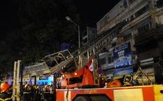 Cháy lớn tại khu phố Tây, đưa xe thang cứu 3 cụ già