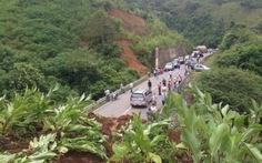 Sạt lở núi gây ách tắc giao thông tại Điện Biên