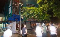 Nhà hát Múa rối Thăng Long diễn bên trong, cháy bên ngoài