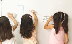 Nếu trẻ thuận tay trái: hãy để trẻ viết tay trái