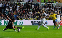 Gnabry và Ramsey đưa Arsenal lên đầu bảng