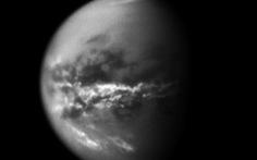 Phát hiện nguyên liệu nhựa trên mặt trăng của sao Thổ