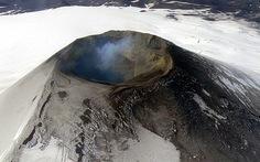 Nhảy bungee trên núi lửa, ngủ trong lâu đài ma...