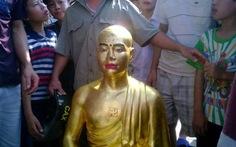 Dân bức xúc vì trụ trì rước tượng mình vào chùa