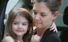 """Katie Holmes bị chỉ trích là """"bà mẹ tồi tệ"""""""