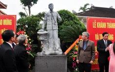 Gia đình Đại tướng Nguyễn Chí Thanh tặng Huế 4 tượng đại tướng