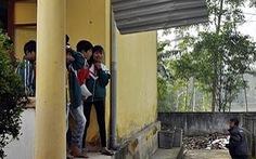 Sập lan can, 3 học sinh bị thương