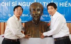 Tặng tượng chí sĩ Nguyễn Thần Hiến cho Hà Tiên
