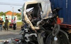 Xe khách đấu đầu xe đầu kéo, 7 người nhập viện