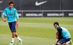 Neymar trở lại, Cazorla phải ngồi ngoài